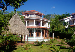 Playa Tamarindo Accommodations